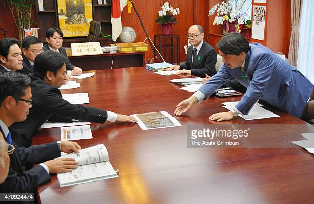 Saga Prefecture Governor Yoshinori Yamaguchi shows off the two seaweed sheets while explaining the damage of Isahaya Bay floodgate during his meeting...