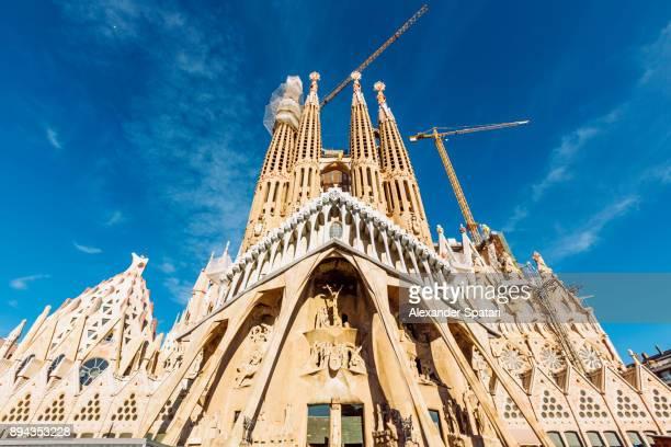 sagrada familia aganst blue sky, barcelona, catalonia, spain - sagrada familia stock pictures, royalty-free photos & images