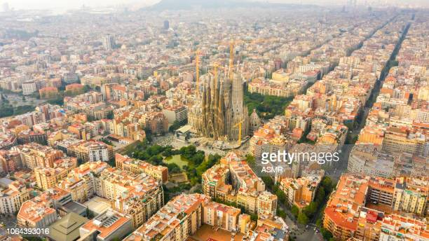 sagrada familia barcelona spain - barcelona spain stock pictures, royalty-free photos & images