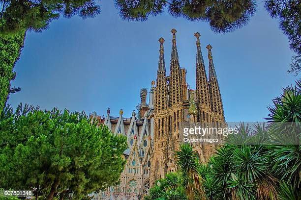 sagrada familia in summertime in barcelona, spain - antonio gaudi stock pictures, royalty-free photos & images