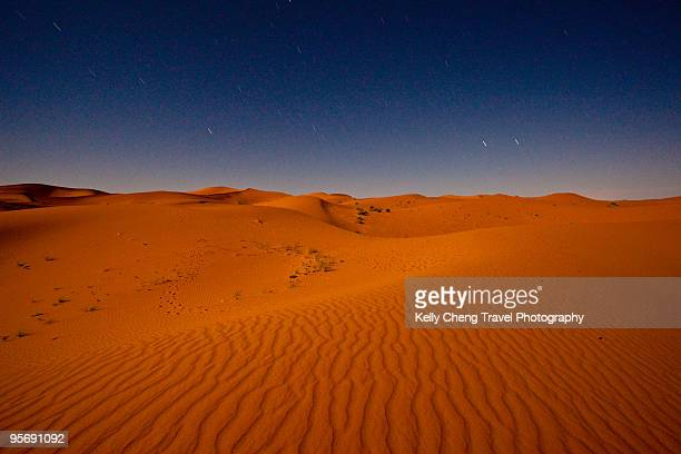 sahara desert at night - merzouga stock pictures, royalty-free photos & images