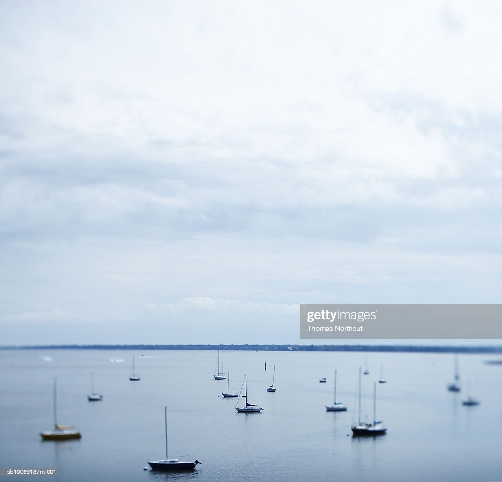 Saiboats on lake, differential focus : Stockfoto