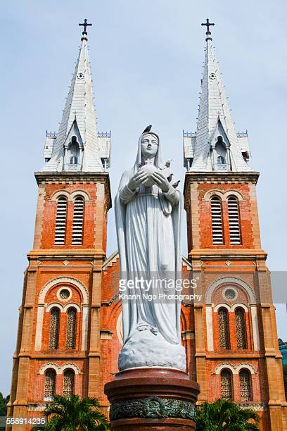 saigon basilica notre-dame - khanh ngo stock pictures, royalty-free photos & images