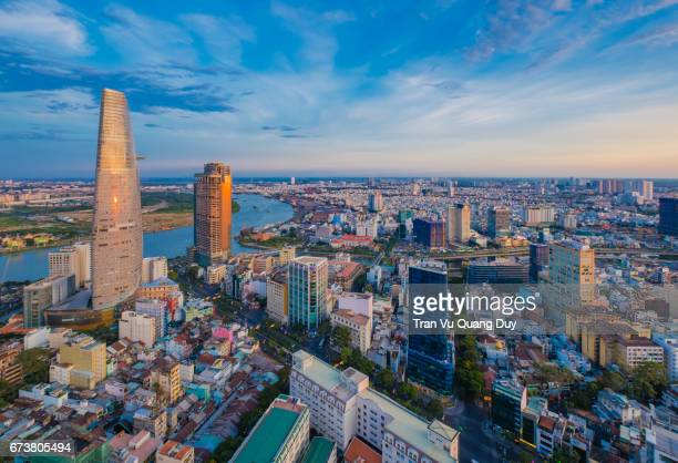 saigon dawn standing from the saigon center building. - ベトナム ストックフォトと画像