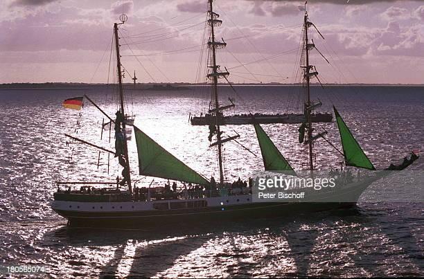 """Sail 2000, vor Bremerhaven, Deutschland, Europa, Bark;""""Alexander von Humboldt"""", Sonnenuntergang,;Weser, Fluß, Reise,"""