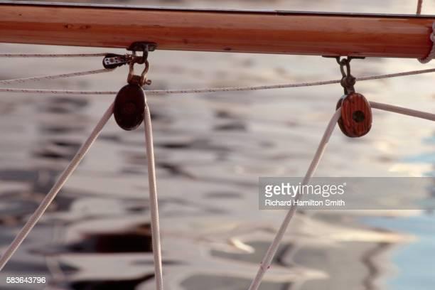 sail llines on sailboat - 滑車 ストックフォトと画像