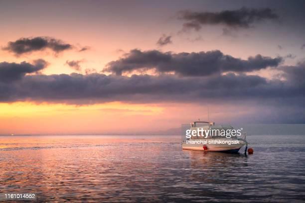 sailboat and beautiful sunset - baia foto e immagini stock