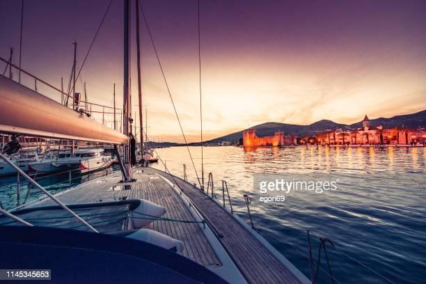 sailboat arriving in the harbor - dalmatia region croatia stock pictures, royalty-free photos & images