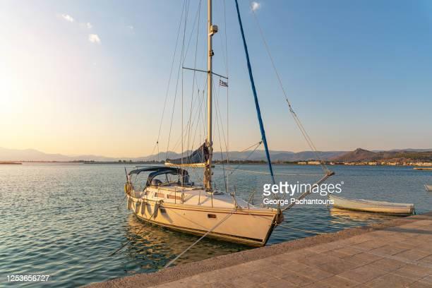 sailboat at the marina - molo foto e immagini stock
