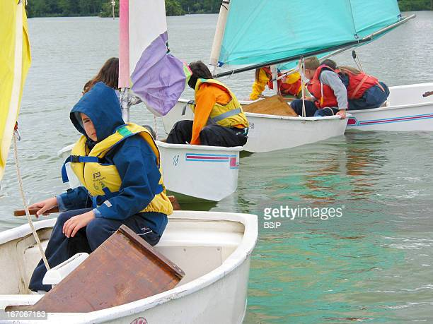 Sailboat CHILDREN FROM 8 TO 11 YEARS