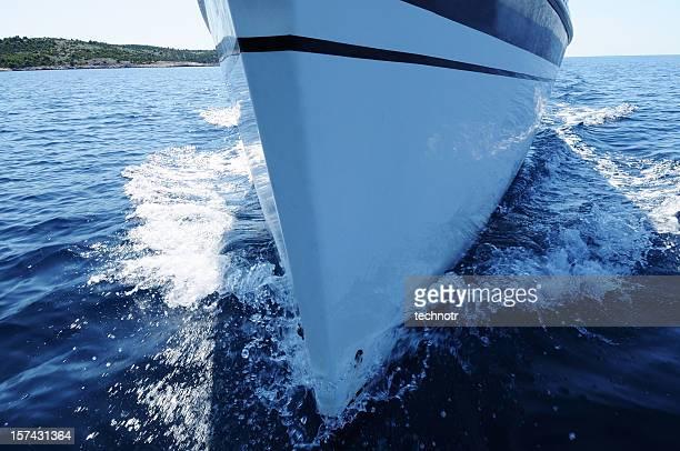 voilier sur le devant. - bateau de plaisance photos et images de collection
