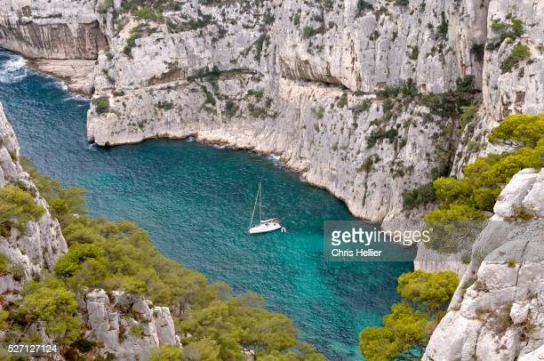 sailboat in calanque d'en-vau - calanques stock pictures, royalty-free photos & images
