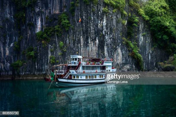 sailboat in ha long bay - cultura portuguesa stock pictures, royalty-free photos & images
