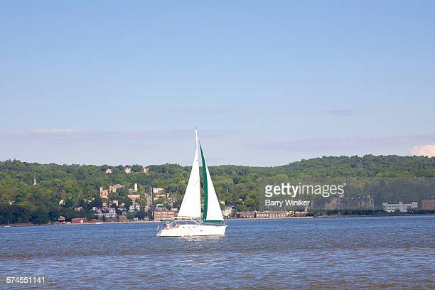 sailboat in hudson river - westchester county stock pictures, royalty-free photos & images