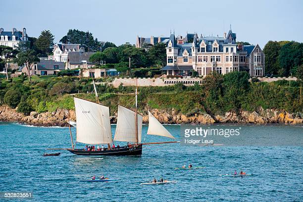 sailboat la cancalaise in saint-malo bay - dinard stock pictures, royalty-free photos & images