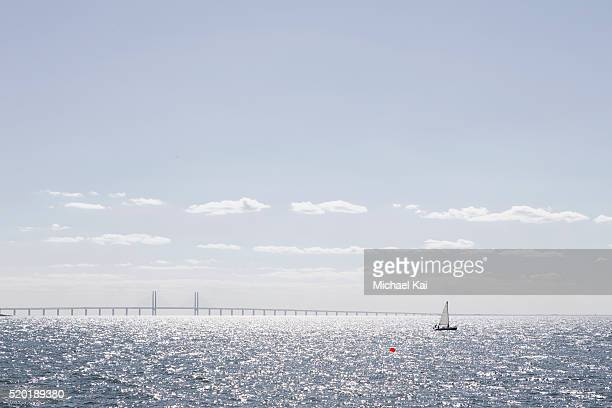 sailboat on the oresund, with the oresund bridge in the background - malmo stock pictures, royalty-free photos & images