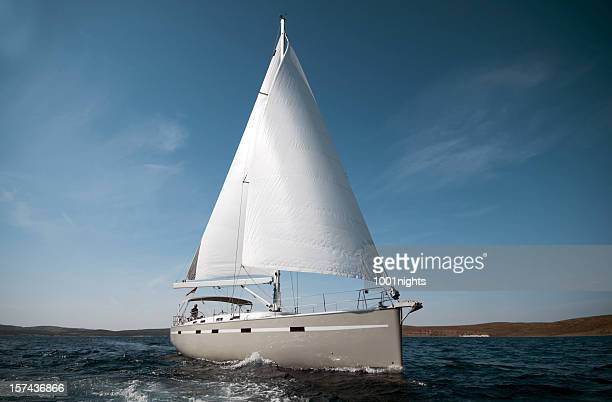 barca a vela - barca a vela foto e immagini stock