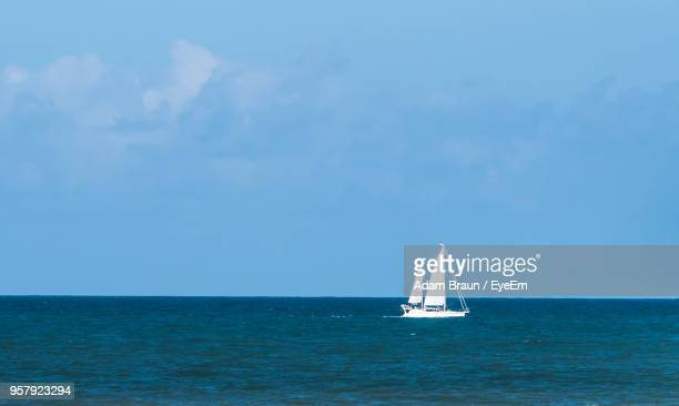 sailboat sailing on sea against sky - vero beach stock pictures, royalty-free photos & images