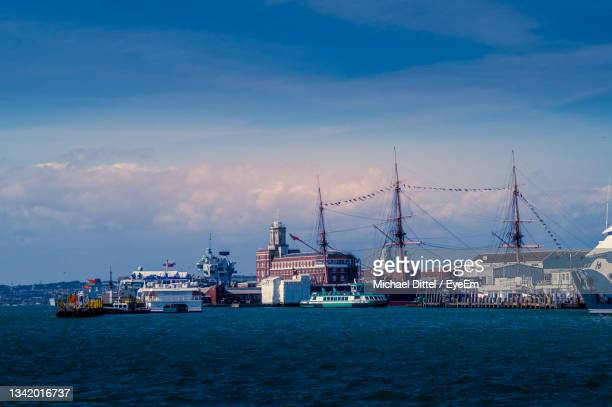 sailboats in sea against sky - portsmouth england stock pictures, royalty-free photos & images