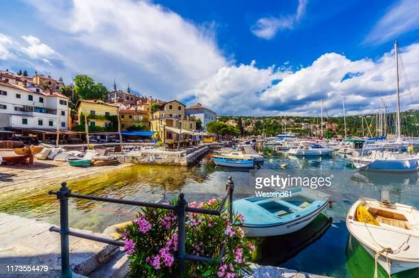 sailboats moored at opatija coast against sky - abbazia foto e immagini stock