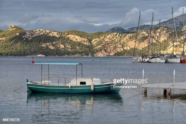 sailboats moored at selimiye marina in aegean turkey in winter. - emreturanphoto stock-fotos und bilder