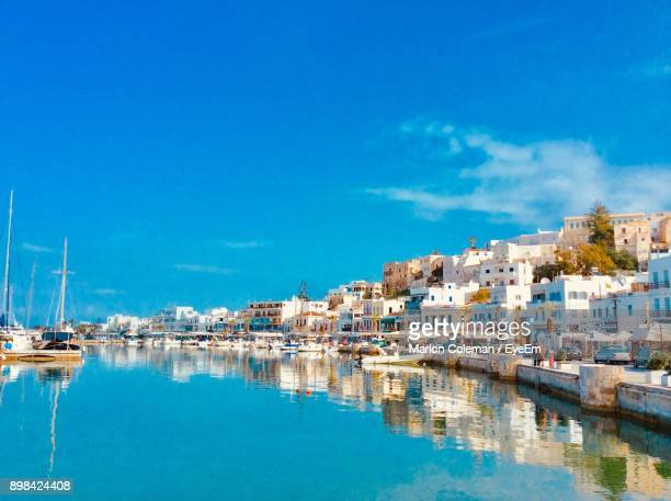 sailboats moored in sea against blue sky - naxos stockfoto's en -beelden