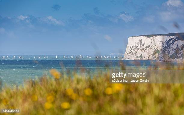 sailing around the isle of wight - s0ulsurfing stock pictures, royalty-free photos & images