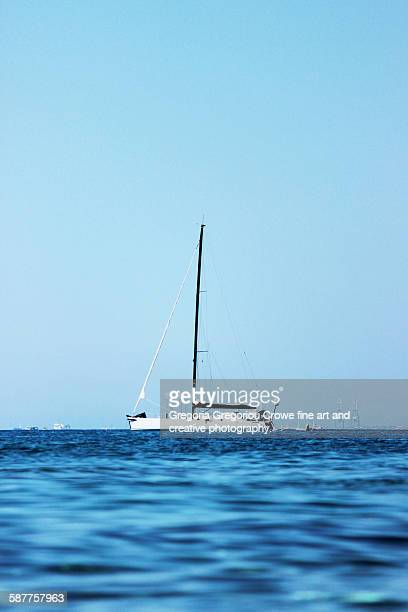 sailing boat - gregoria gregoriou crowe fine art and creative photography stock-fotos und bilder