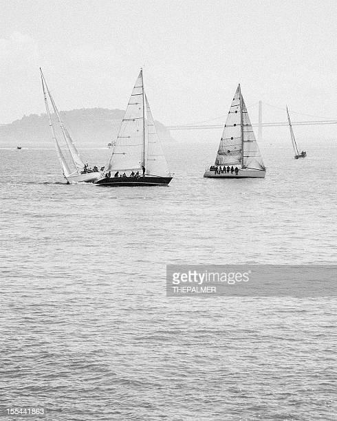 voiliers à san francisco - voilier noir et blanc photos et images de collection
