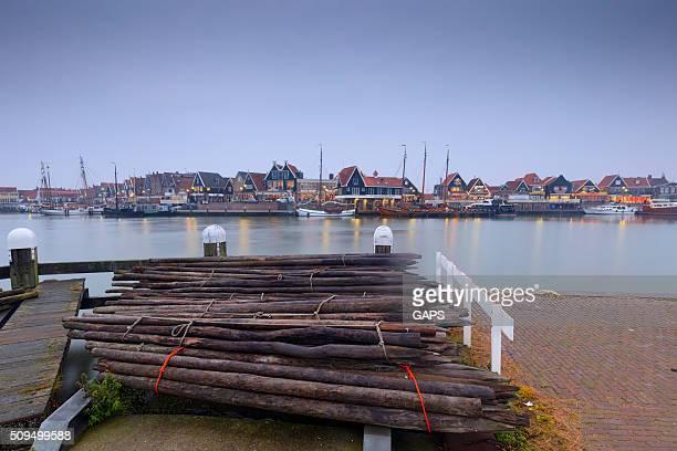 Voilier dans le port de Volendam