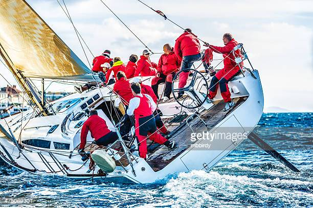 sailing crew on sailboat during regatta - watervaartuig stockfoto's en -beelden