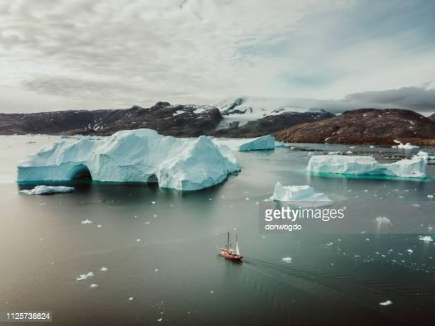 segeln-expedition in ostgrönland - grönland stock-fotos und bilder
