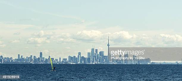 sailing in lake ontario - mississauga stock pictures, royalty-free photos & images