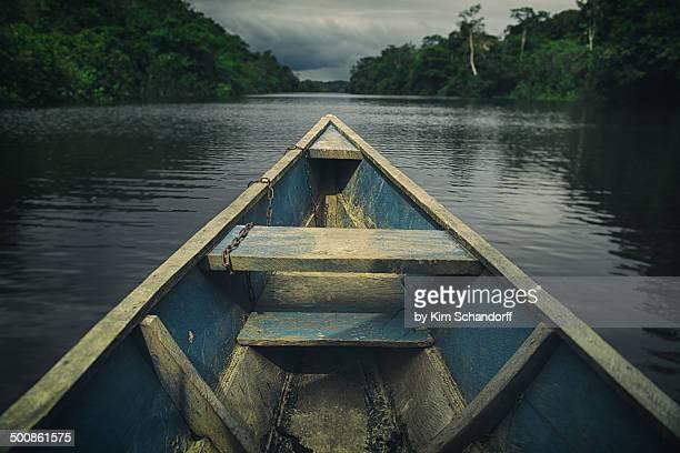 sailing on the amazon river - río amazonas fotografías e imágenes de stock