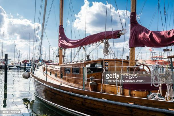 sailing ships in the marina. - hafen stock-fotos und bilder