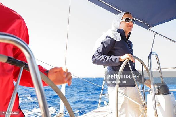 Skipper sur voilier au volant d'un Yacht