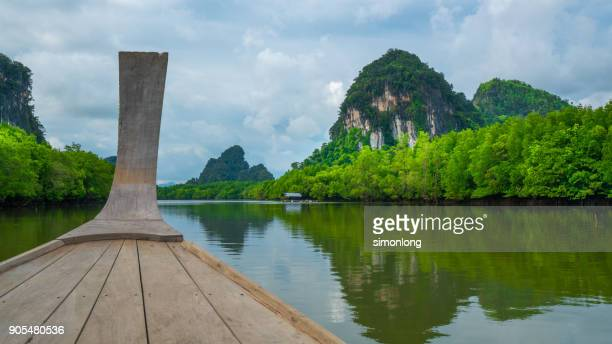 sailing the long tail boat longtail boat ride on river - asiatisches langboot stock-fotos und bilder
