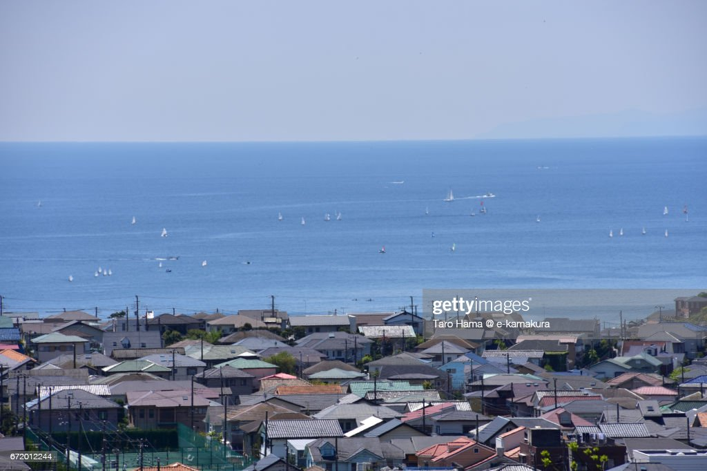 Sailing yachts and town by the sea : ストックフォト