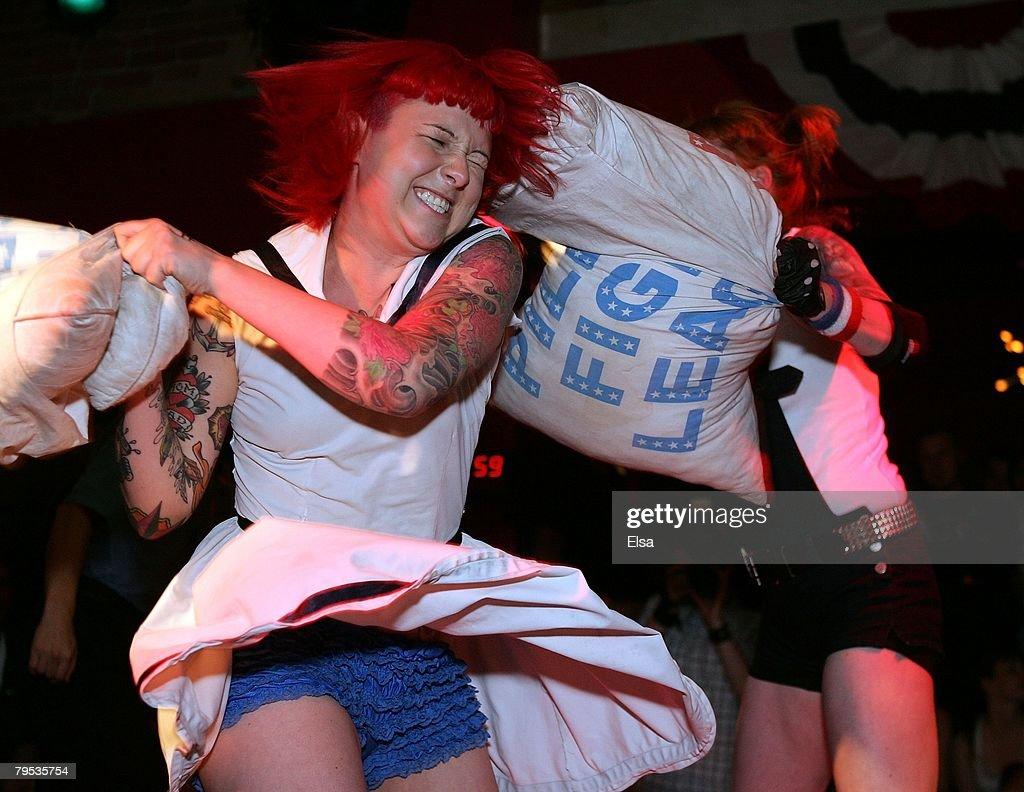 Pillow Fight League : Fotografía de noticias