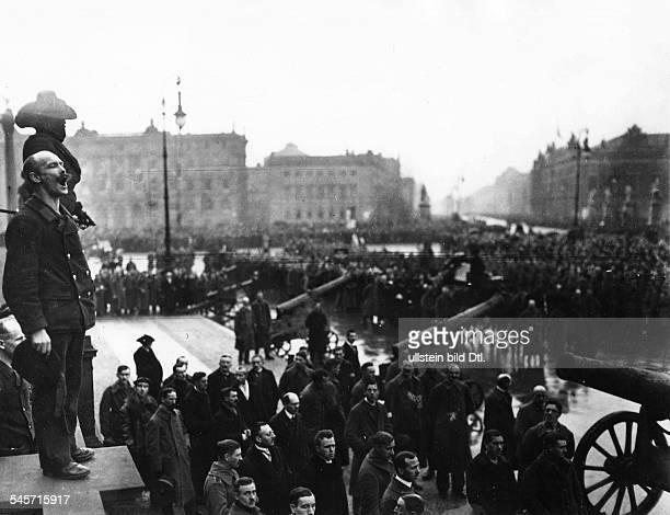 GERMAN REVOLUTION 1918 A sailor speaks at a funeral service in Berlin during the German November Revolution 29 December 1918