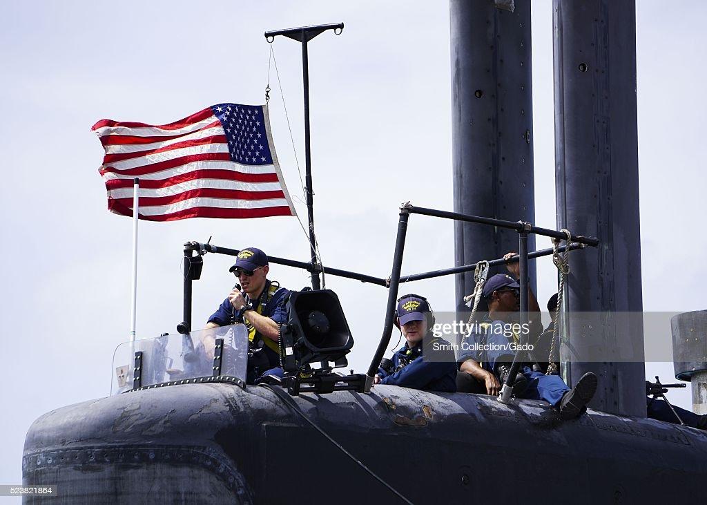 Uss Albuquerque Departs Diego Garcia : News Photo
