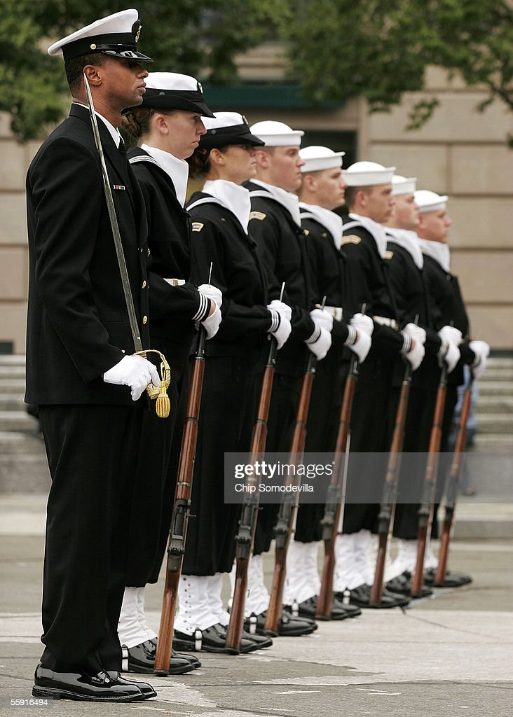 Sailors From The Us Navy Ceremonial Guard Participate In The - Us-navy-ceremonial-guard