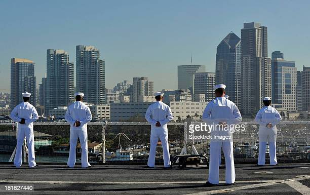 sailors man the rails aboard the hospital ship usns mercy. - us navy stock pictures, royalty-free photos & images