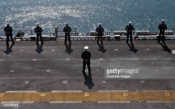 sailors man the rails on the amphibious assault ship uss essex. - us navy stock pictures, royalty-free photos & images