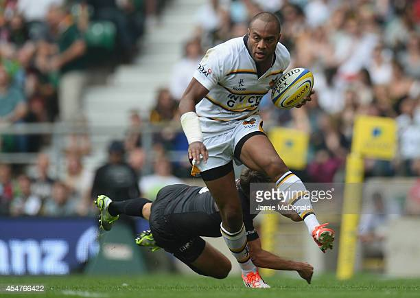 Sailosi Tagicakibau of Wasps slips the tackle of Duncan Taylor of Saracens during the Aviva Premiership match Saracens and Wasps at Twickenham...