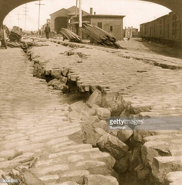 Saint Andreas Fault shifts tectonic Plate 21 feet in 1906 Image at the waterfront Breaks Cobblestoned Streets