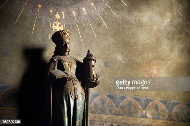 saint barbara holding a tower and a book in st. martin church of chagny, statue de sainte barbe, eglise saint-martin, chagny, bourgogne, france - religious saint stock pictures, royalty-free photos & images