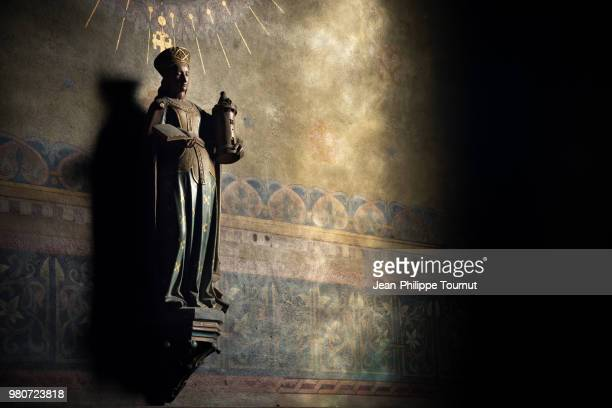 saint barbara in the church of chagny, statue de sainte barbe, chagny, bourgogne, burgundy, france - religious saint stock pictures, royalty-free photos & images