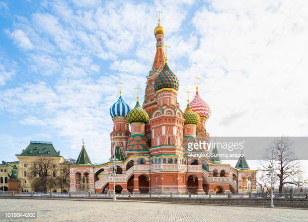 saint basil's cathedral at red square in moscow, russia - rusia fotografías e imágenes de stock