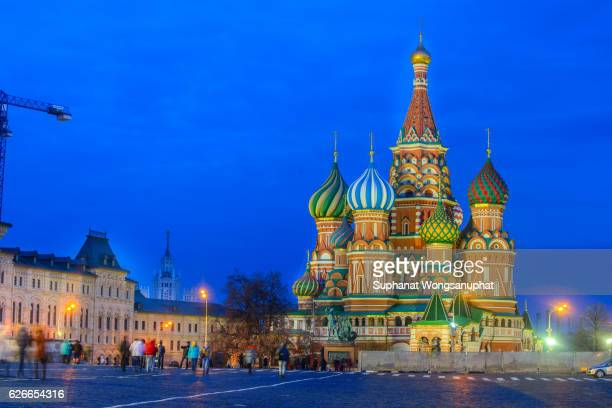 saint basil's cathedral on red square in moscow, russia - rússia - fotografias e filmes do acervo
